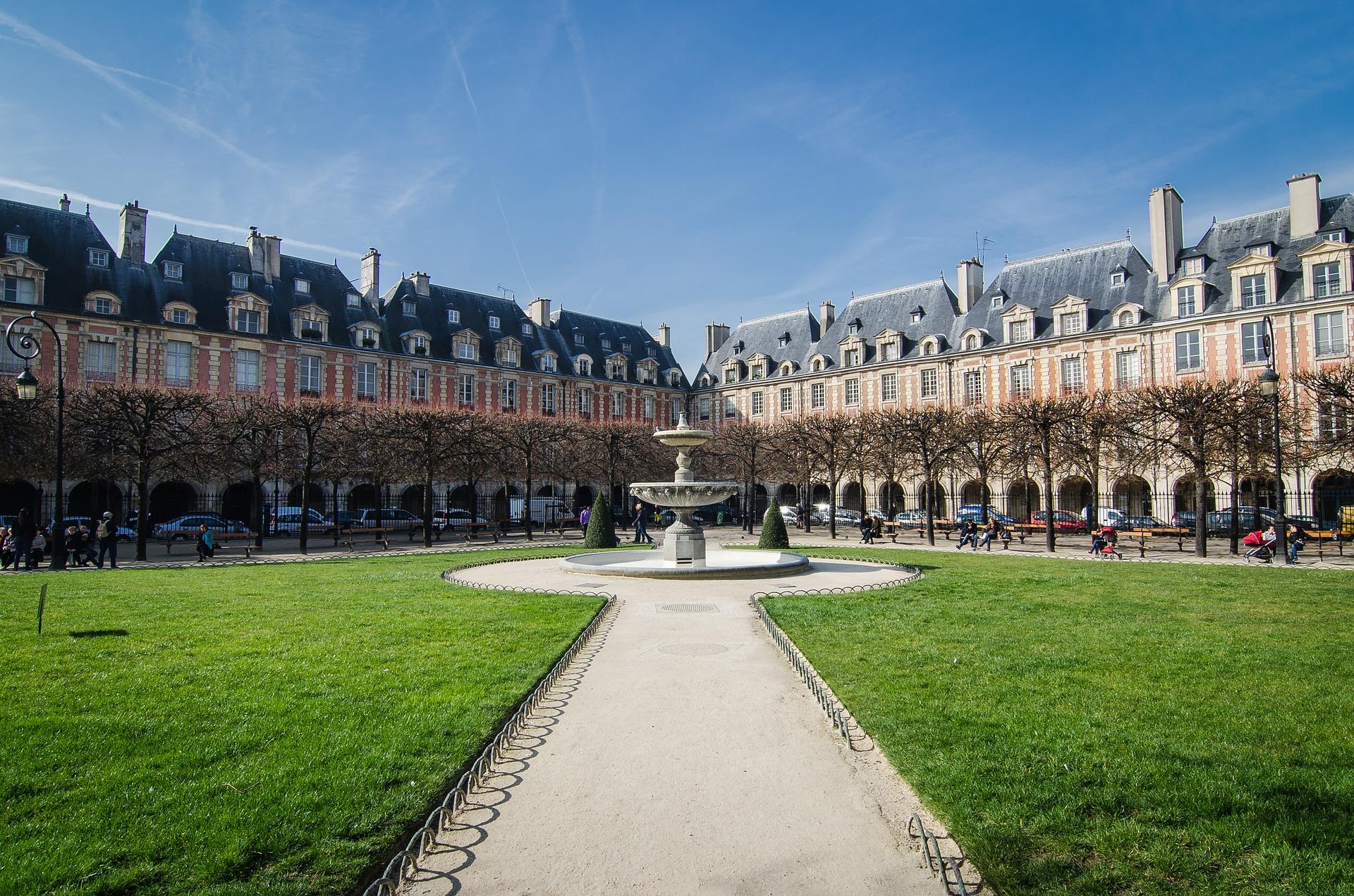 O que fazer em paris principais atra es viajar paris - Comptoir des cotonniers place des vosges ...